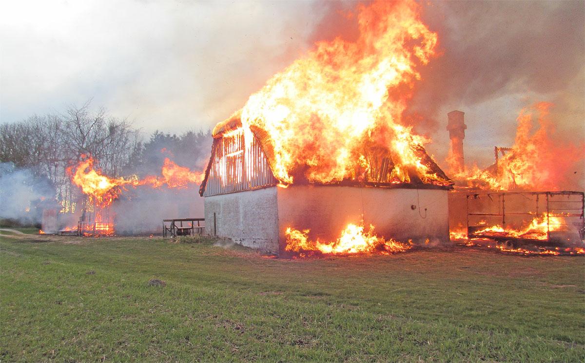 Brand i ikke-brandsikret gård, april 2016