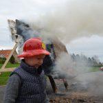 2. Brandtest Branddreng ved siden af testhus