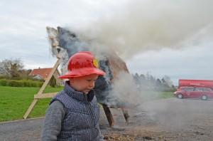 Mange brandforsøg som her ved Falck i Gilleleje har vist, at et stråtag brandsikret med Sepatec eller gips og Rockwool brænder dårligt og langsomt.